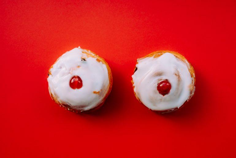 Törtchen als Symbolbild für Brüste