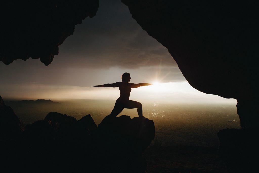 Yoga im Sonnenaufgang