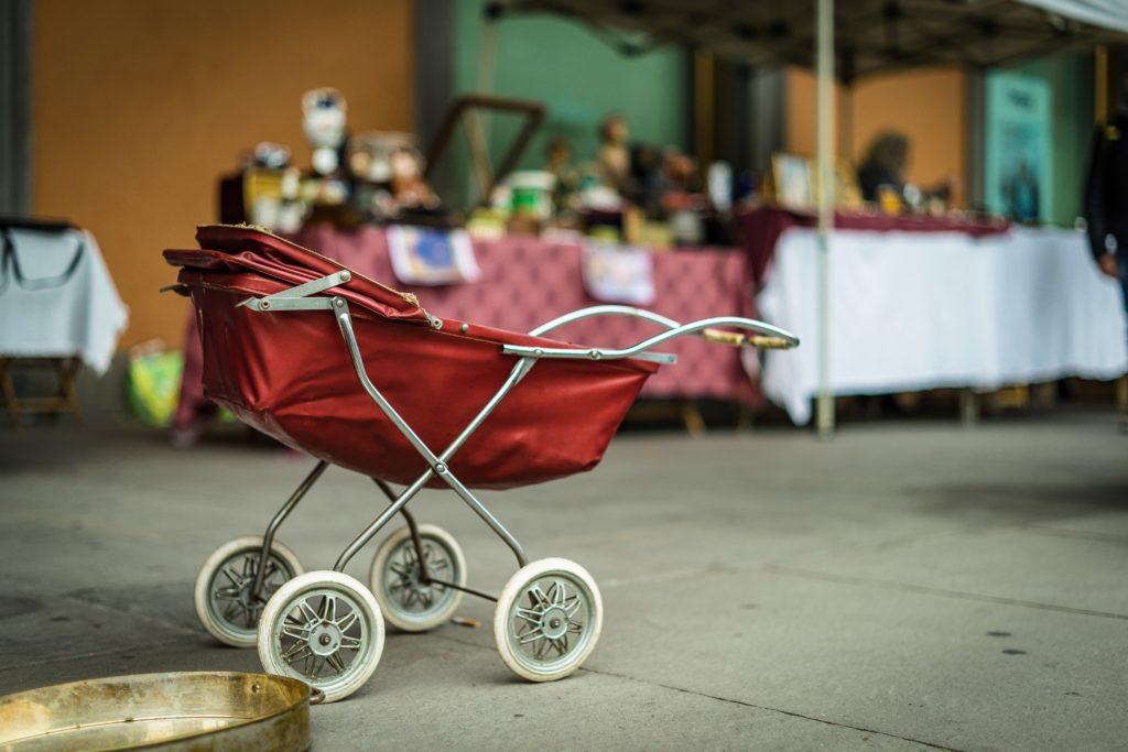 Auf dem Kinderflohmarkt gibt es auch Vintage-Artikel.