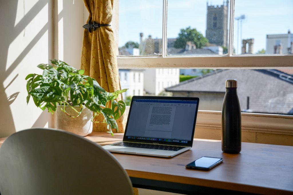 Von zu Hause zu arbeiten kann eine riesige Umstellung sein.